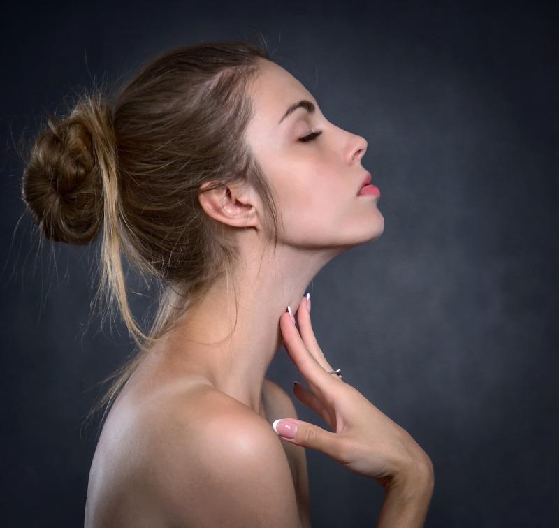 首を細くするための10のアプローチ方法
